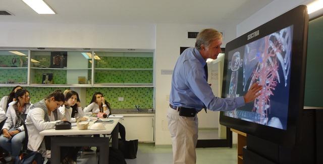 La UCA incorpora la primera mesa virtual de Anatomía de Buenos Aires ...