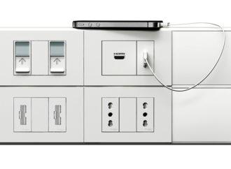 Schneider Electric exhibió nuevas placas de enchufes
