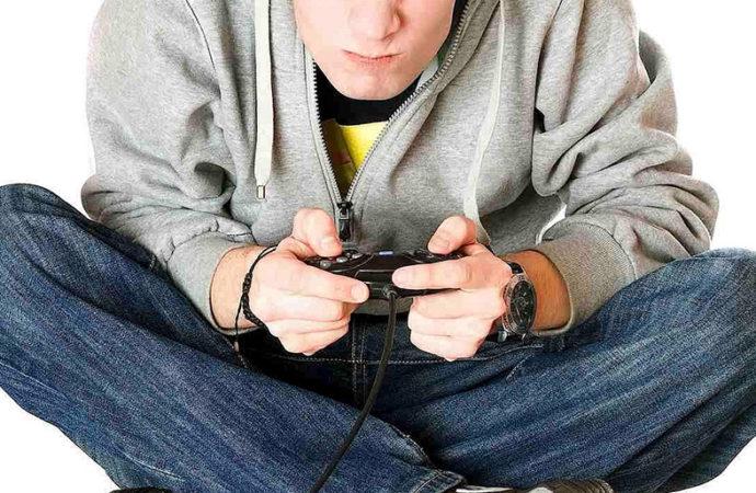 Jugadores confiesan pasar 10 horas por día con los videojuegos