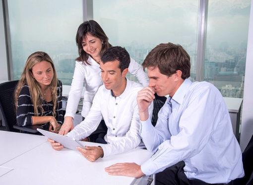 El 65% de las personas tiene amigos en el trabajo
