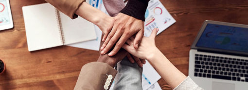 Trabajando en equipo para mantener a nuestras comunidades conectadas